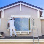 Как самостоятельно покрасить фасад дома?
